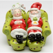 CosmosGifts Mrs.Claus and Santa Chilling Out 2-Piece Salt and Pepper Set SMOS1477